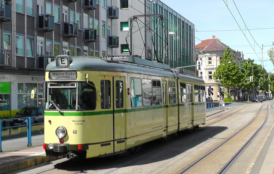 Foto Historische Straßenbahn an Haltestelle