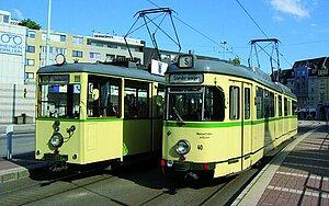 Foto Zwei historische Straßenbahnen